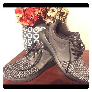 Nike running/casual sneaker